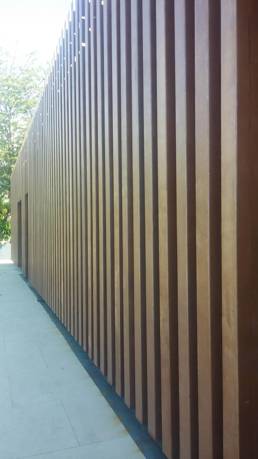 fachada y cerco de perfiles de acero en isla de