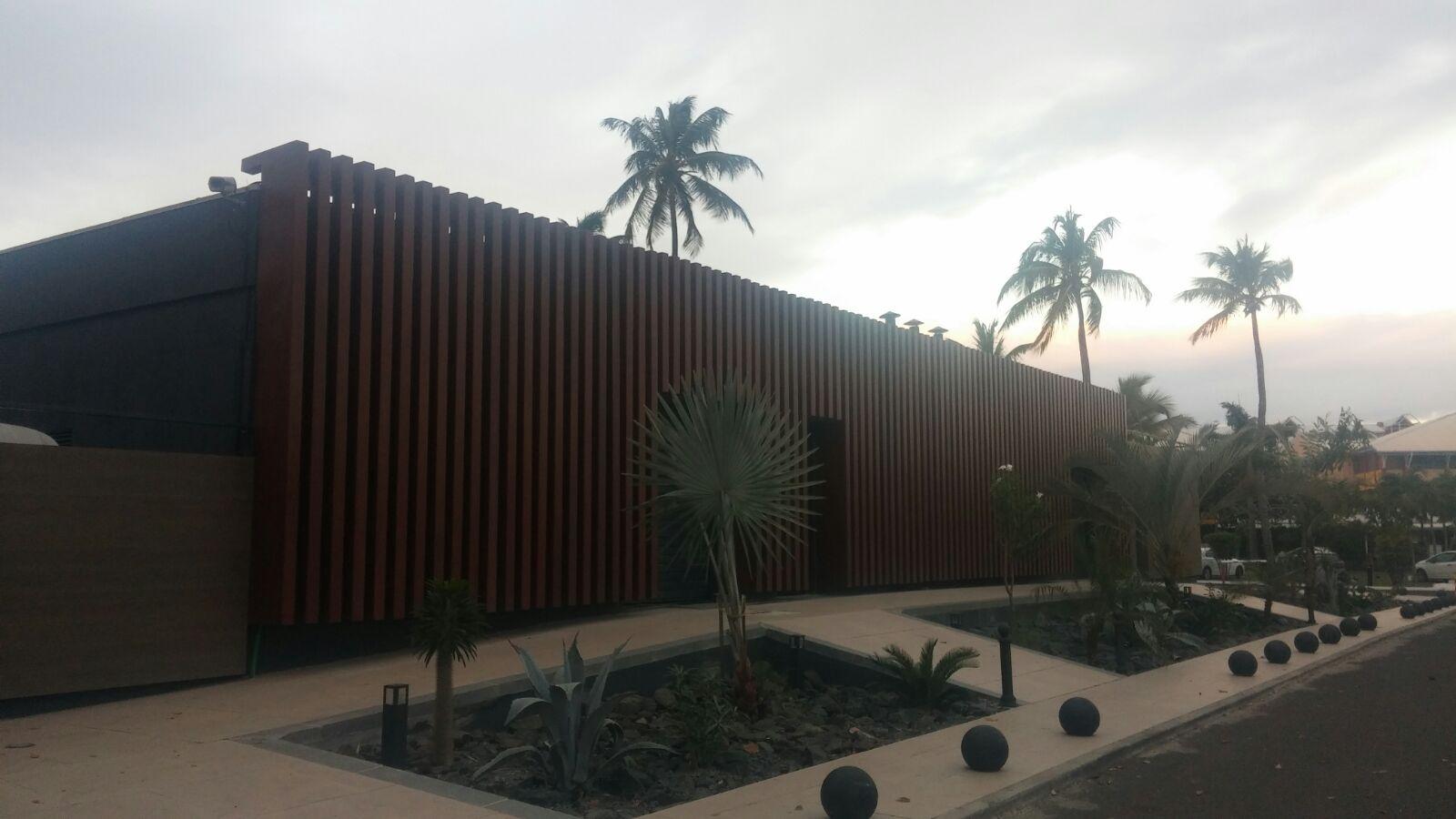 Fachada de acero corten de hotel en isla de guadalupe for Fachada acero corten