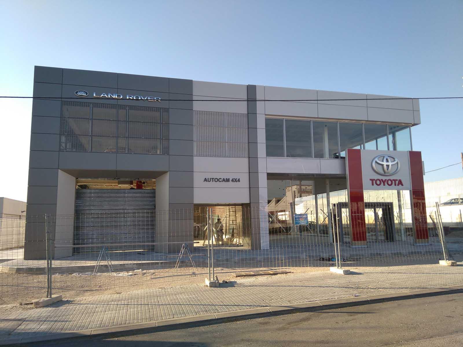 Revestimiento de fachada en concesionario land rover en - Concesionario land rover madrid ...