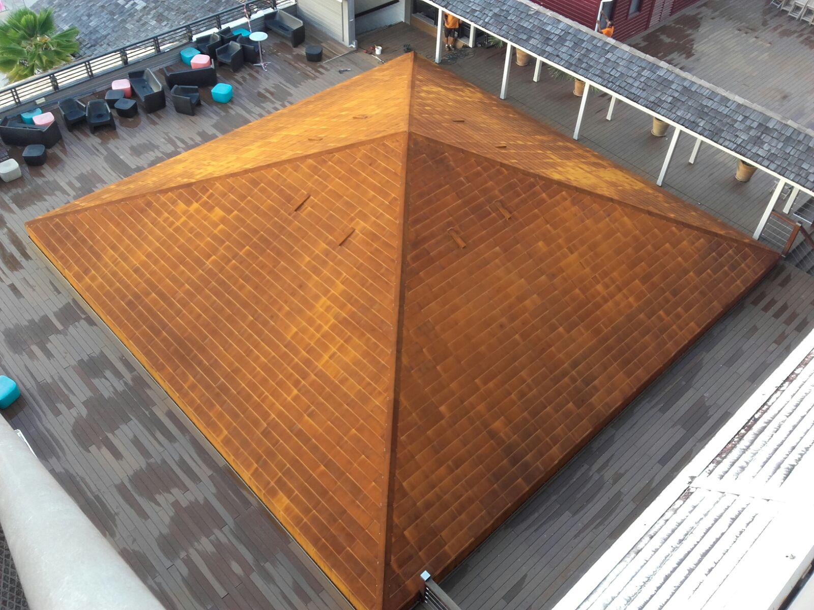 Cubierta y fachada de acero corten de pir mide en hotel en - Acero corten fachadas ...