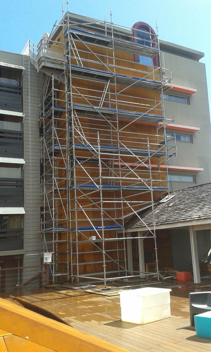 Cubierta y fachada de acero corten de pir mide en hotel en for Fachada acero corten