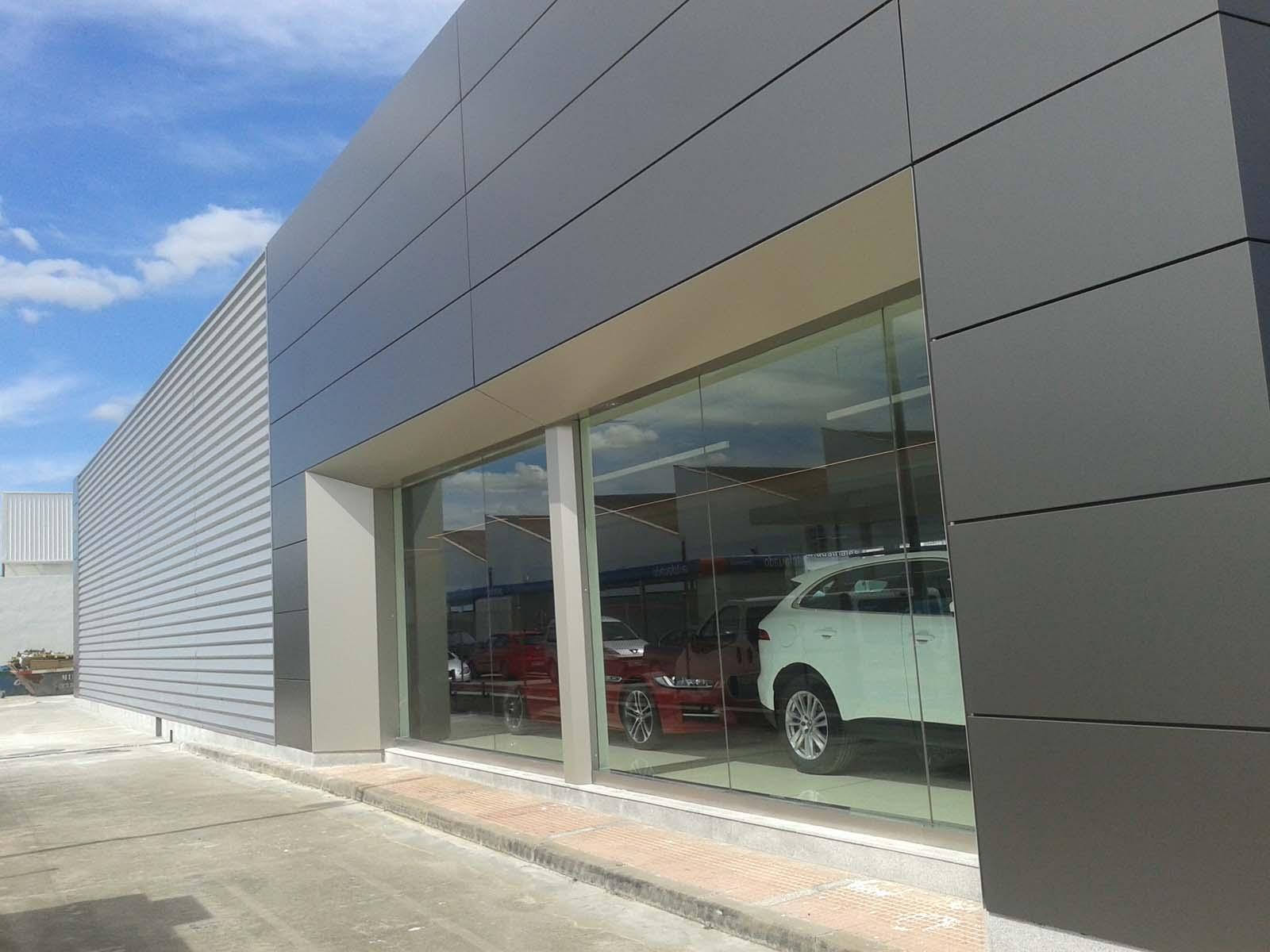 Concesionario jaguar land rover en alcal de henares for Fachada aluminio