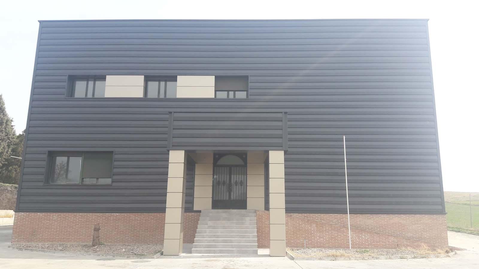 Revestimiento de fachada en nave industrial en la mata - Revestimiento de fachada ...