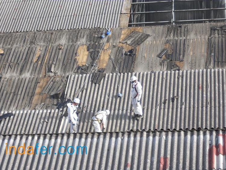 Cubiertas con fibrocemento normativa trabajos con amianto for Tejados de uralita riesgos