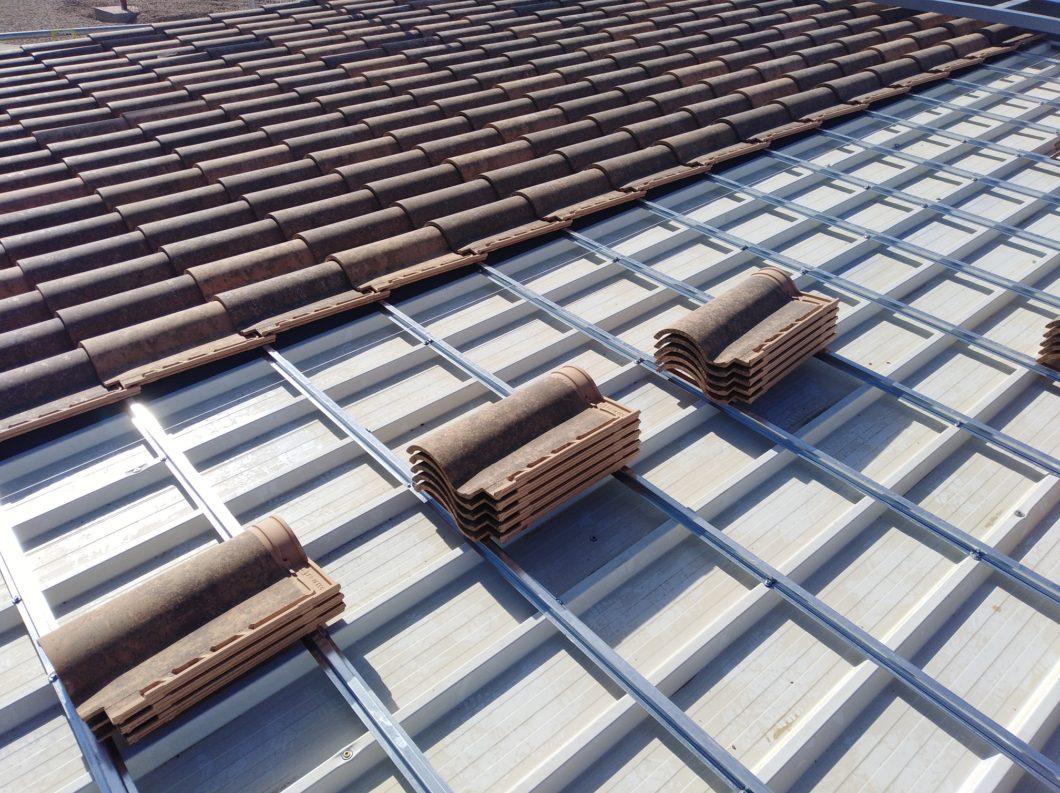 Instalación de cubierta de teja con rastreles
