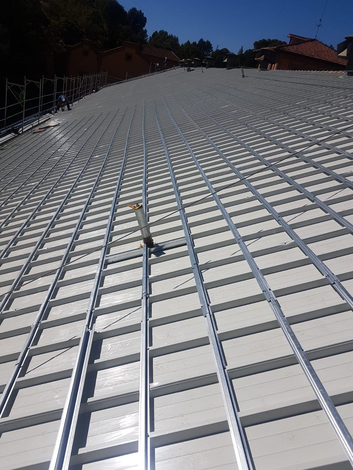 Rastrel acanalado cubierta de teja